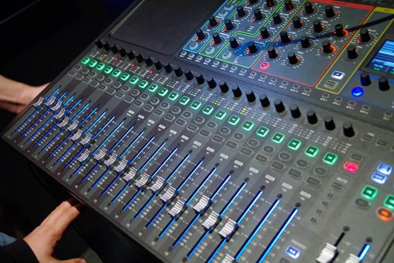 soundcraft compact 24 detalle